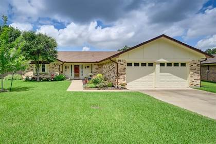Residential for sale in 2202 Shady Park Drive, Arlington, TX, 76013