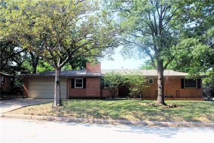 Residential for sale in 1601 Azalea Drive, Arlington, TX, 76013