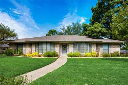 Residential for sale in 2102 Waterwood Drive, Arlington, TX, 76012