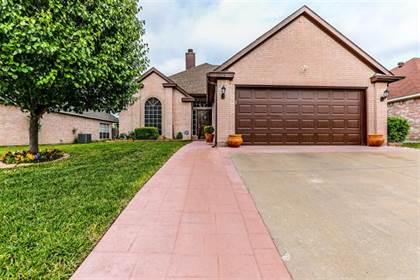 Residential for sale in 7502 Quail Springs Drive, Arlington, TX, 76002