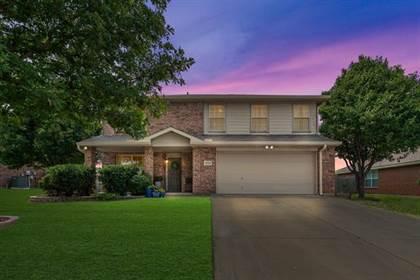 Residential for sale in 8126 Abbey Glen Court, Arlington, TX, 76002