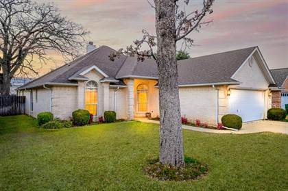 Residential for sale in 318 Cecile Court, Arlington, TX, 76013