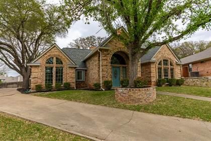 Residential for sale in 7407 Dodd Court, Arlington, TX, 76016