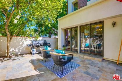 Residential Property for sale in 18731 Hatteras St 31, Tarzana, CA, 91356