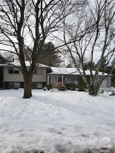Residential Property for sale in 141 FALLING BROOK Drive, Hamilton, Ontario, L9G 1E7