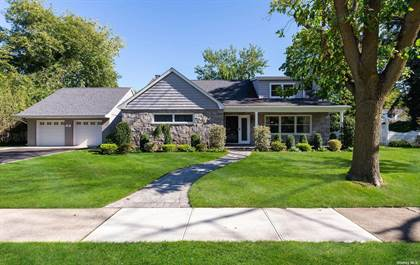 Residential Property for sale in 107 Wellington Road, Garden City, NY, 11530
