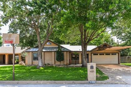 Residential for sale in 6105 Hott Springs Drive, Arlington, TX, 76001