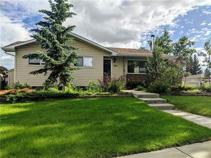 Single Family for sale in 350 RUNDLEVIEW DR NE, Calgary, Alberta
