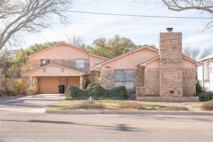 Residential Property for sale in 1015 W 11th Street, Brady, TX, 76825