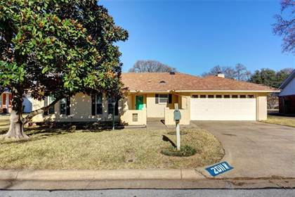 Residential Property for sale in 2011 N Meadow Way Circle, Arlington, TX, 76015
