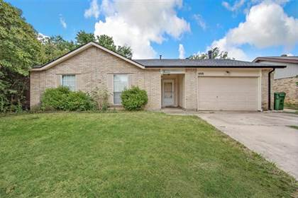 Residential for sale in 1408 Chinook Drive, Arlington, TX, 76014