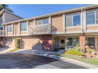 Townhouse for sale in 669 W Glenwood Drive, Fullerton, CA, 92832