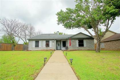 Residential for sale in 1027 Flower Drive, Arlington, TX, 76017