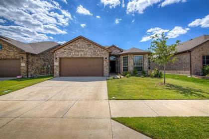 Residential for sale in 11325 Gold Canyon Drive, Fort Worth, TX, 76052