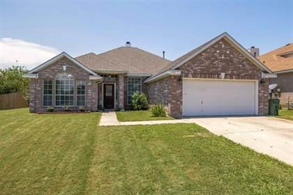 Residential for sale in 401 Watertown Lane, Arlington, TX, 76002
