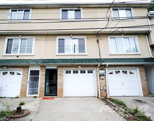 Townhouse for sale in 28 Mazza Ct, Staten Island, NY, 10312