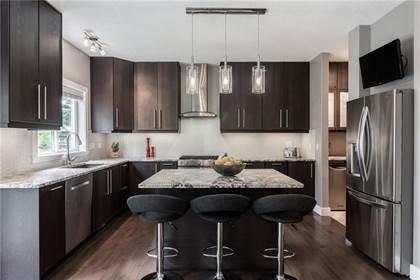 Single Family for sale in 39 STRATHLEA CM SW 25, Calgary, Alberta