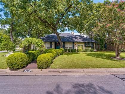 Residential for sale in 2109 Oak Bluff Drive, Arlington, TX, 76006