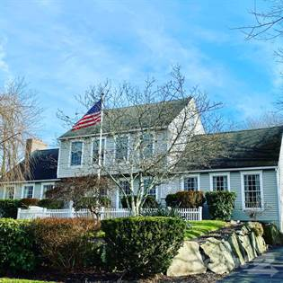 Residential for sale in 20 Leeann Drive, Greater Bonnet Shores, RI, 02882