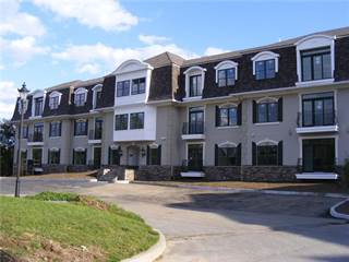 Condo for sale in 1404 South County Trail 208, East Greenwich, RI, 02818