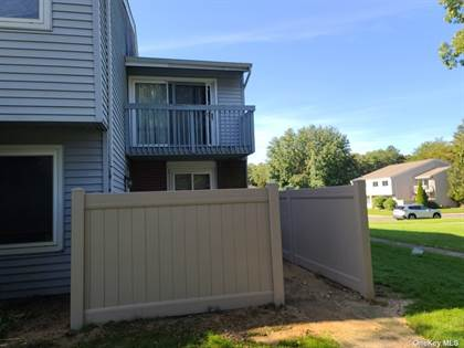 Residential for sale in 231 Springmeadow Drive N, Holbrook, NY, 11741