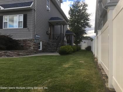 Propiedad residencial en venta en 143 New Dorp Plaza, Staten Island, NY, 10306