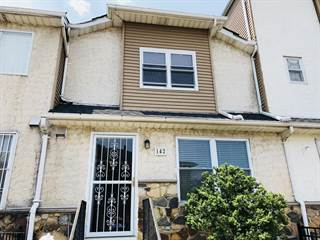 Townhouse for rent in 142 Skyline Drive, Staten Island, NY, 10304