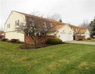 Townhouse for sale in 28 New Concord Dr, Concord, OH, 44060