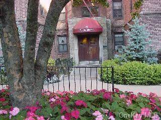 Residential Property for rent in 142 Garth Road 5W, Scarsdale, NY, 10583