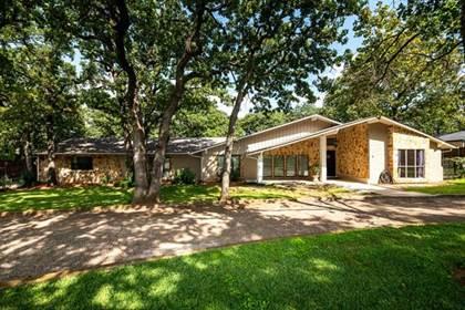 Residential for sale in 6403 Beachview Drive, Arlington, TX, 76016