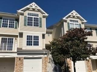 Townhouse for rent in 1044 Shadowlawn Dr, Green Brook, NJ, 08812
