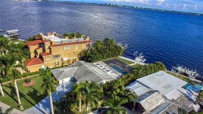 Residential Property for sale in 228 Bayshore DR, Cape Coral, FL, 33904