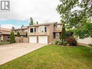 Single Family for sale in 31 Tudor Crescent S, Lethbridge, Alberta, T1K5C7