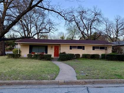 Residential for sale in 801 Waggoner Drive, Arlington, TX, 76013