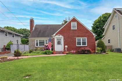 Residential Property for sale in 14 Elm Street, Westbury, NY, 11590
