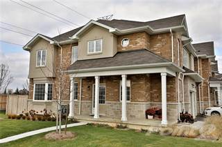 Townhouse for sale in 90 Raymond Road 1, Hamilton, Ontario
