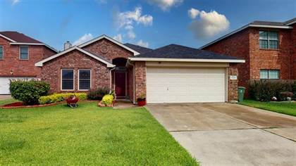 Residential for sale in 7207 Fossil Creek Drive, Arlington, TX, 76002