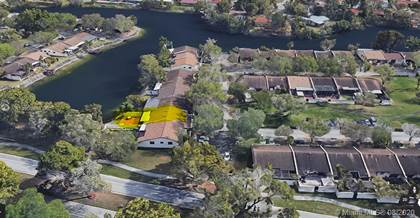 Residential Property for sale in 13814 Kendale Lakes Dr, Miami, FL, 33183