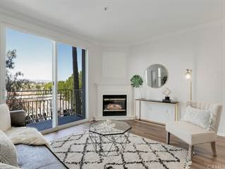Townhouse for sale in 5270 Premiere Hills Circle 202, Woodland Hills, CA, 91364
