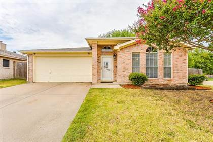 Residential for sale in 5900 Tidewater Drive, Arlington, TX, 76018