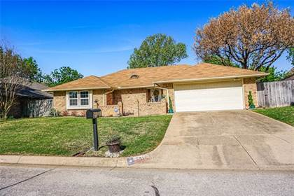 Residential for sale in 7816 Silveridge Drive, Fort Worth, TX, 76133