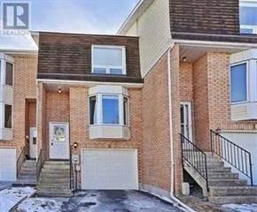 Condo for sale in 8 MCKINNON CRT, Newmarket, Ontario, L3Y8L6