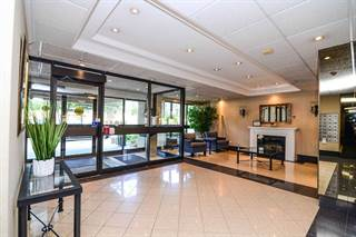 Condominium for sale in 1300 Mississauga Valley Blvd 408, Mississauga, Ontario, L5A3S8