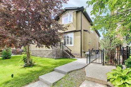 Single Family for sale in 722 56 Avenue SW, Calgary, Alberta, T2V0H1