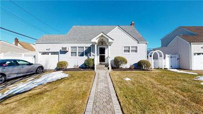 Residential Property for sale in 31 Cinque Drive, Farmingdale, NY, 11735