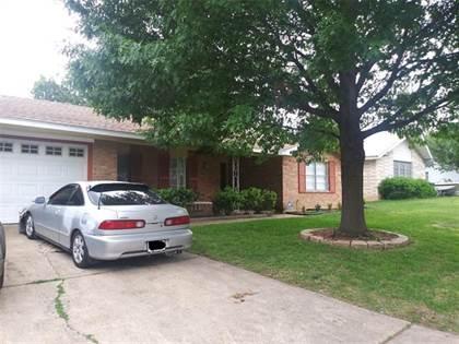 Residential for sale in 1705 Bradford Drive, Arlington, TX, 76010