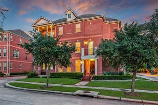 Townhouse for sale in 2 Olmstead Row, The Woodlands, TX, 77380