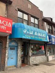 Multifamiliar en venta en 30-10 36th Avenue, Queens, NY, 11106