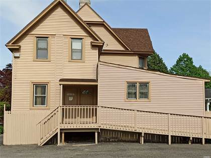 Residential Property for rent in 28 S Carll Avenue 2nd Fl, Babylon, NY, 11702