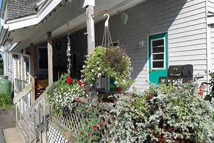 Groovy For Sale 167 Victoria Road Lunenburg Nova Scotia B0J 2C0 More On Point2Homes Com Beutiful Home Inspiration Semekurdistantinfo